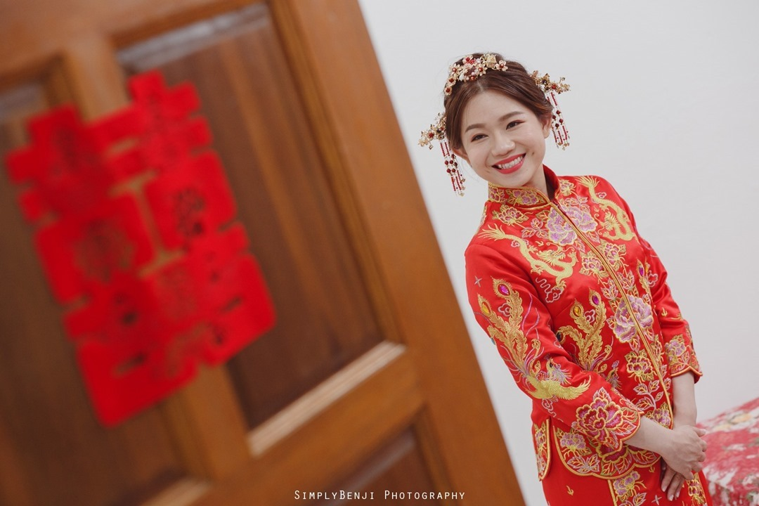 008_Traditional Red Kua Bride Portrait_Chinese Wedding Gate Crashing at Petaling Jaya_009